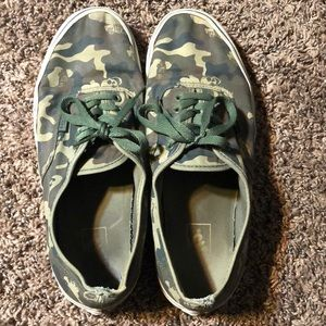 Vans camouflage shoes size 11 skate athletic